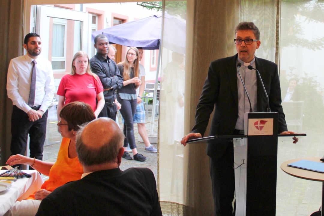 Pfarrer Lerchl hält Dankansprache im Speisesaal des Priesterseminars